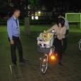 25 親子3人乗り自転車の試乗の様子
