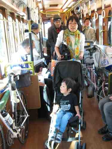 14 庚申塚からは、ベビーカー利用の方も乗車しました